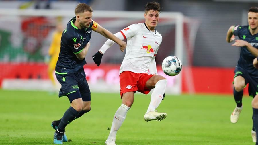 LEIPZIG,GERMANY,18.JAN.20 - SOCCER - 1. DFL, 1. Deutsche Bundesliga, RasenBallsport Leipzig vs Union Berlin. Image shows Marvin Friedrich (Union) and Patrick Schick (RB Leipzig). Photo: GEPA pictures/ Sven Sonntag - ATTENTION - DFL regulations prohibit any use of photographs as image sequences and/or quasi-video - For editorial use only. Image is free of charge.