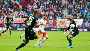 LEIPZIG,GERMANY,19.OCT.19 - SOCCER - 1. DFL, 1. Deutsche Bundesliga, RasenBallsport Leipzig vs VfL Wolfsburg. Image shows Marcel Tisserand (Wolfsburg), Timo Werner (RB Leipzig) and Maximilian Arnold (Wolfsburg). Photo: GEPA pictures/ Roger Petzsche - DFL regulations prohibit any use of photographs as image sequences and/or quasi-video - For editorial use only. Image is free of charge.