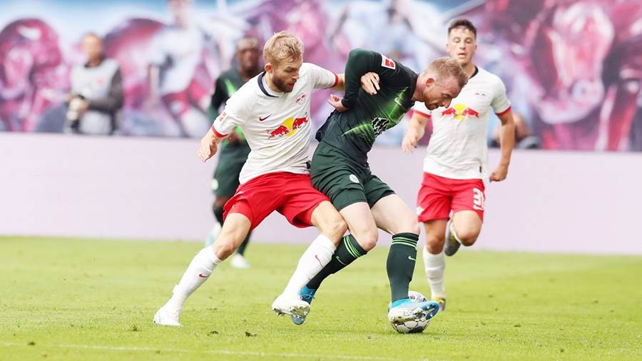 LEIPZIG,GERMANY,19.OCT.19 - SOCCER - 1. DFL, 1. Deutsche Bundesliga, RasenBallsport Leipzig vs VfL Wolfsburg. Image shows Konrad Laimer (RB Leipzig) and Maximilian Arnold (Wolfsburg). Photo: GEPA pictures/ Sven Sonntag - DFL regulations prohibit any use of photographs as image sequences and/or quasi-video - For editorial use only. Image is free of charge