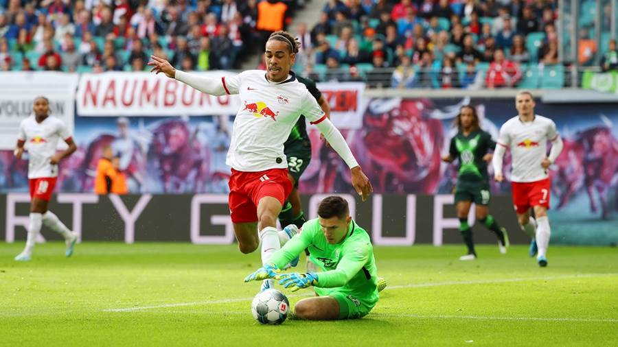 LEIPZIG,GERMANY,19.OCT.19 - SOCCER - 1. DFL, 1. Deutsche Bundesliga, RasenBallsport Leipzig vs VfL Wolfsburg. Image shows Yussuf Poulsen (RB Leipzig) and Pavao Pervan (Wolfsburg). Photo: GEPA pictures/ Roger Petzsche - DFL regulations prohibit any use of photographs as image sequences and/or quasi-video - For editorial use only. Image is free of charge.