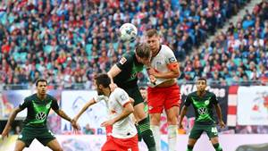 LEIPZIG,GERMANY,19.OCT.19 - SOCCER - 1. DFL, 1. Deutsche Bundesliga, RasenBallsport Leipzig vs VfL Wolfsburg. Image shows Marcello Saracchi (RB Leipzig), Wout Weghorst (Wolfsburg) and Willi Orban (RB Leipzig). Photo: GEPA pictures/ Roger Petzsche - DFL regulations prohibit any use of photographs as image sequences and/or quasi-video - For editorial use only. Image is free of charge.