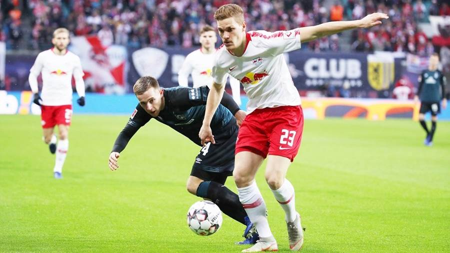 LEIPZIG,GERMANY,22.DEC.18 - SOCCER - 1. DFL, 1. Deutsche Bundesliga, RasenBallsport Leipzig vs SV Werder Bremen. Image shows Johannes Eggestein (Bremen) and Marcel Halstenberg (RB Leipzig). Photo: GEPA pictures/ Sven Sonntag - DFL regulations prohibit any use of photographs as image sequences and/or quasi-video. - For editorial use only. Image is free of charge