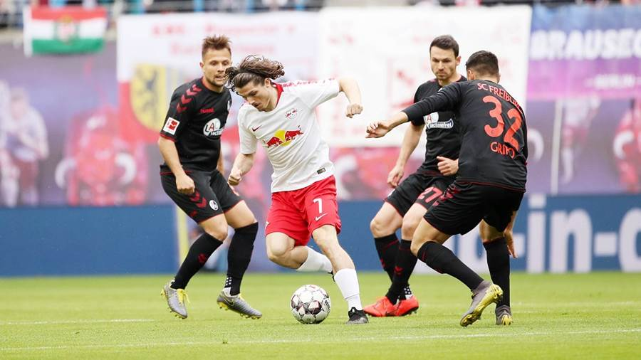 LEIPZIG,GERMANY,27.APR.19 - SOCCER - 1. DFL, 1. Deutsche Bundesliga, RasenBallsport Leipzig vs SC Freiburg. Image shows Amir Abrashi (Freiburg), Marcel Sabitzer (RB Leipzig), Nicolas Hoefler and Vincenzo Grifo (Freiburg).. Photo: GEPA pictures/ Sven Sonntag - DFL regulations prohibit any use of photographs as image sequences and/or quasi-video - For editorial use only. Image is free of charge.