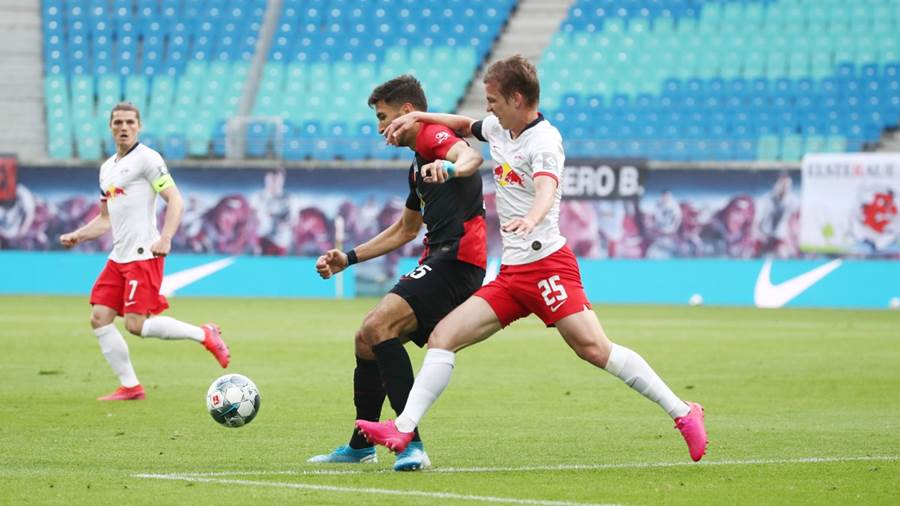 LEIPZIG,GERMANY,27.MAY.20 - SOCCER - 1. DFL, 1. Deutsche Bundesliga, RasenBallsport Leipzig vs Hertha BSC Berlin. Image shows Marko Grujic (Hertha) and Dani Olmo (RB Leipzig). Photo: GEPA pictures/ Roger Petzsche/ Picture Point/ POOL via Picture Point - ATTENTION - DFL regulations prohibit any use of photographs as image sequences and/or quasi-video - Editorial Use ONLY - For editorial use only. Image is free of charge