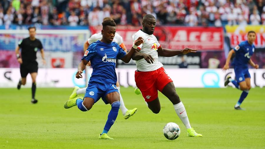 LEIPZIG,GERMANY,28.SEP.19 - SOCCER - 1. DFL, 1. Deutsche Bundesliga, RasenBallsport Leipzig vs FC Schalke 04. Image shows Rabbi Matondo (Schalke) and Dayot Upamecano (RB Leipzig). Photo: GEPA pictures/ Roger Petzsche - DFL regulations prohibit any use of photographs as image sequences and/or quasi-video - For editorial use only. Image is free of charge.