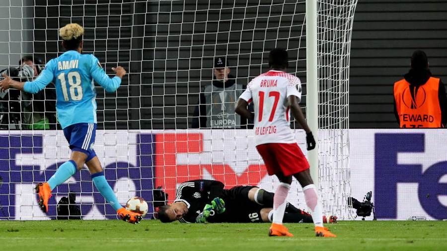 LEIPZIG, GERMANY - APRIL 05: Goalkeeper Yohann Pele (C) of Olympique Marseille fails to save the ball of Timo Werner (not pictured) of RB Leipzig ahead to the 1-0 during the UEFA Europa League quarter final leg one match between RB Leipzig and Olympique Marseille at the Red Bull Arena on April 5, 2018 in Leipzig, Germany. (Photo by Ronny Hartmann/Bongarts/Getty Images)