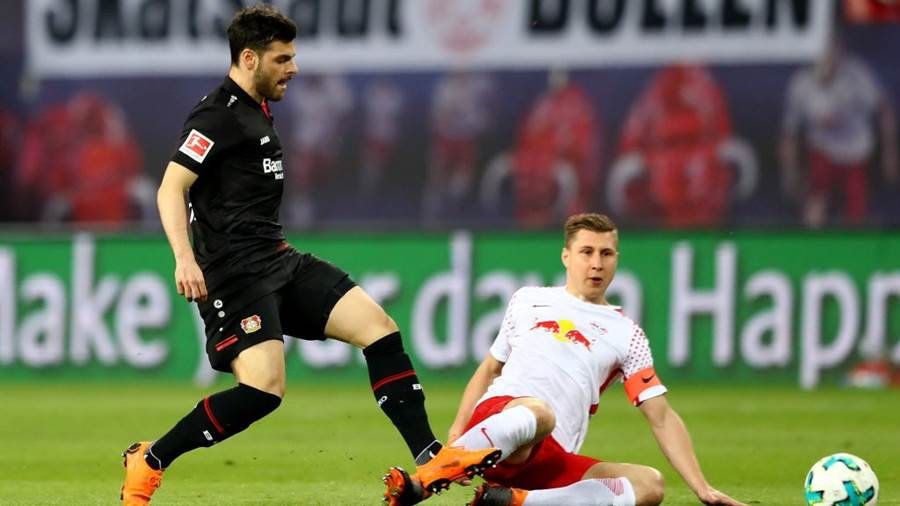 LEIPZIG, GERMANY - APRIL 09: Willi Orban (R) of Leipzig and Kevin Volland of Leverkusen battle for the ball during the Bundesliga match between RB Leipzig and Bayer 04 Leverkusen at Red Bull Arena on April 9, 2018 in Leipzig, Germany.  (Photo by Martin Rose/Bongarts/Getty Images)