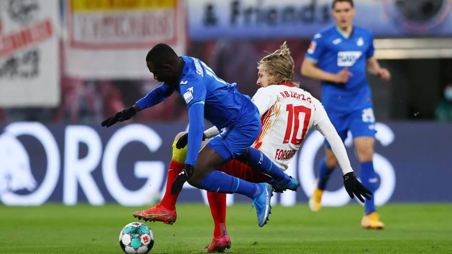 LEIPZIG, GERMANY - APRIL 16: Diadie Samassekou of TSG 1899 Hoffenheim is challenged by Emil Forsberg of RB Leipzig during the Bundesliga match between RB Leipzig and TSG Hoffenheim at Red Bull Arena on April 16, 2021 in Leipzig, Germany. Sporting stadiums around Germany remain under strict restrictions due to the Coronavirus Pandemic as Government social distancing laws prohibit fans inside venues resulting in games being played behind closed doors. (Photo by Martin Rose/Getty Images)