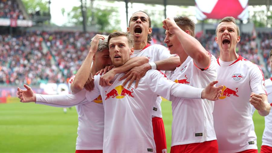 LEIPZIG, GERMANY - APRIL 27:  Emil Forsberg of RB Leipzig (front) celebrates after scoring his team's second goal with team mates during the Bundesliga match between RB Leipzig and Sport-Club Freiburg at Red Bull Arena on April 27, 2019 in Leipzig, Germany. (Photo by Boris Streubel/Bongarts/Getty Images)