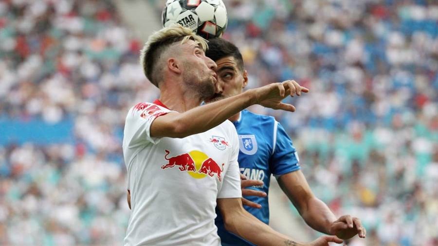 LEIPZIG, GERMANY - AUGUST 09:  Kevin Kampl of Leipzig challenges Marius Briceag of Craiova during the UEFA Europa League Third Qualifying Round: 1st leg between RB Leipzig and Universitatea Craiova at Red Bull Arena on August 09, 2018 in Leipzig, Germany. (Photo by Karina Hessland-Wissel/Bongarts/Getty Images)
