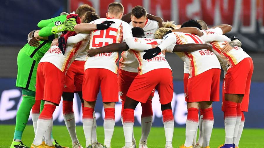 LEIPZIG, GERMANY - DECEMBER 08: Players of RB Leipzig huddle prior to the UEFA Champions League Group H stage match between RB Leipzig and Manchester United at Red Bull Arena on December 08, 2020 in Leipzig, Germany. Sporting stadiums around Germany remain under strict restrictions due to the Coronavirus Pandemic as Government social distancing laws prohibit fans inside venues resulting in games being played behind closed doors. (Photo by Stuart Franklin/Getty Images)