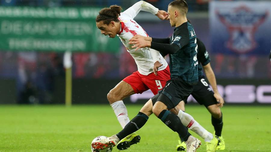 LEIPZIG, GERMANY - DECEMBER 22:  Yussuf Poulsen (L) of Leipzig challenges for the ball with Maximilian Eggestein of Bremen during the Bundesliga match between RB Leipzig and SV Werder Bremen at Red Bull Arena on December 22, 2018 in Leipzig, Germany.  (Photo by Matthias Kern/Bongarts/Getty Images