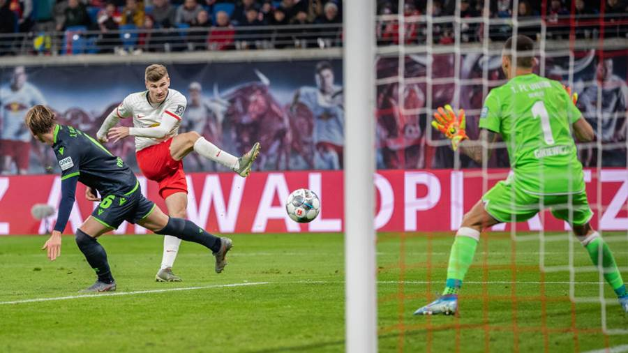 LEIPZIG, GERMANY - JANUARY 18: Timo Werner of RB Leipzig scores his team's third goal past goalkeeper Rafal Gikiewicz of 1.FC Union Berlin during the Bundesliga match between RB Leipzig and 1. FC Union Berlin at Red Bull Arena on January 18, 2020 in Leipzig, Germany. (Photo by Boris Streubel/Getty Images)