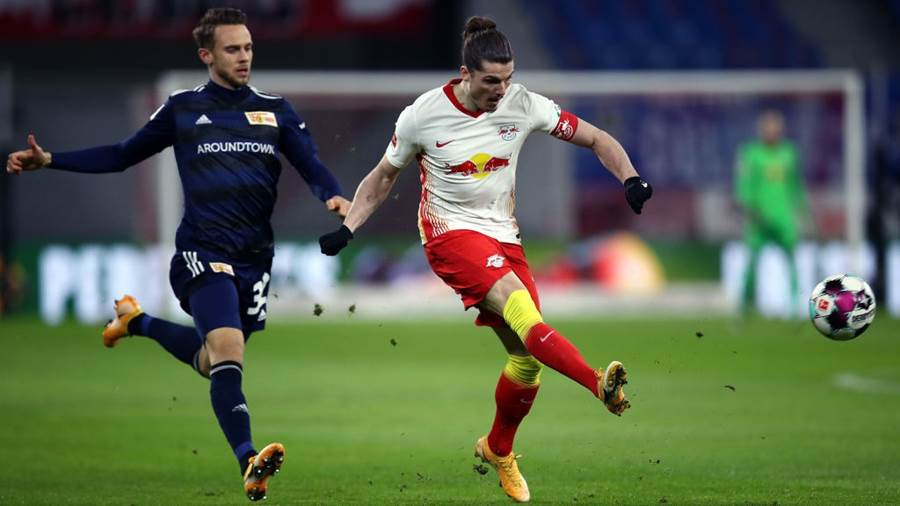 LEIPZIG, GERMANY - JANUARY 20: Marcel Sabitzer of RB Leipzig kicks the ball away from Marcus Ingvartsen of 1.FC Union Berlin  during the Bundesliga match between RB Leipzig and 1. FC Union Berlin at Red Bull Arena on January 20, 2021 in Leipzig, Germany. Sporting stadiums around Germany remain under strict restrictions due to the Coronavirus Pandemic as Government social distancing laws prohibit fans inside venues resulting in games being played behind closed doors. (Photo by Maja Hitij/Getty Images)