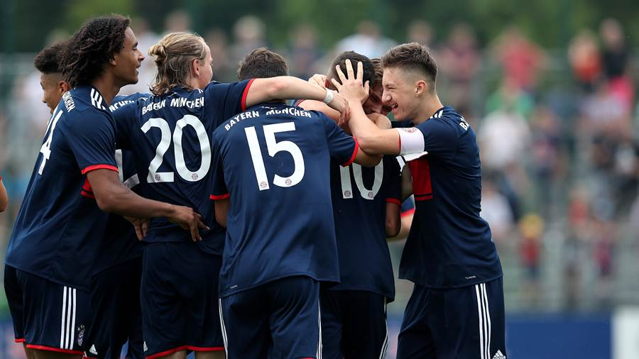 LEIPZIG, GERMANY - JUNE 10:  Oliver Batista Meier (2nd R) and Angelo Stiller (R) of FC Bayern Muenchen U17 celebrate after scoring their team's opening goal with team mates during the B Juniors German Championship Semi Final Second Leg match between RB Leipzig U17 and Bayern Muenchen U17 at RBL Trainingszentrum on June 10, 2018 in Leipzig, Germany. (Photo by Ronny Hartmann/Bongarts/Getty Images)