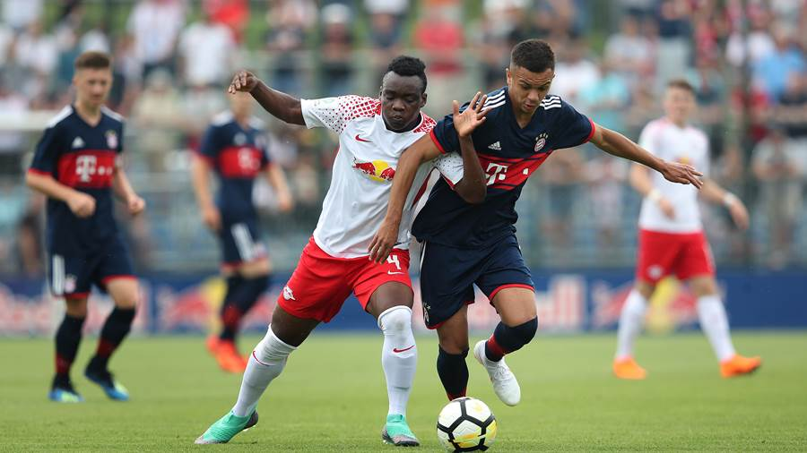 LEIPZIG, GERMANY - JUNE 10:  Oliver Batista Meier (R) of FC Bayern Muenchen U17 and Kossivi Amededjisso (L) of RB Leipzig U17 compete during the B Juniors German Championship Semi Final Second Leg match between RB Leipzig U17 and Bayern Muenchen U17 at RBL Trainingszentrum on June 10, 2018 in Leipzig, Germany. (Photo by Ronny Hartmann/Bongarts/Getty Images)