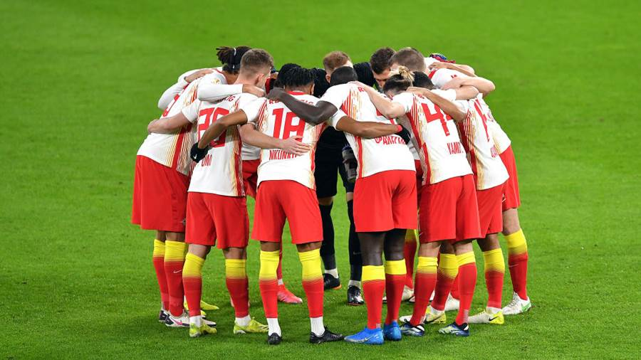LEIPZIG, GERMANY - MARCH 03: RB Leipzig players form a huddle prior to  the DFB Cup quarter final match between RB Leipzig and VfL Wolfsburg at Red Bull Arena on March 03, 2021 in Leipzig, Germany. Sporting stadiums around Germany remain under strict restrictions due to the Coronavirus Pandemic as Government social distancing laws prohibit fans inside venues resulting in games being played behind closed doors. (Photo by Stuart Franklin/Getty Images)