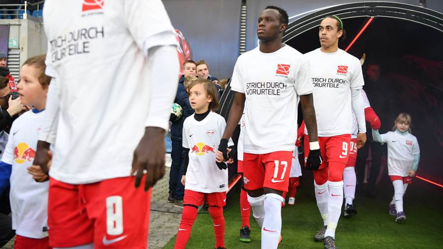 LEIPZIG, GERMANY - MARCH 18:  The players of Leipzig are escorted onto the pitch prior to the Bundesliga match between RB Leipzig and FC Bayern Muenchen at Red Bull Arena on March 18, 2018 in Leipzig, Germany.  (Photo by Stuart Franklin/Bongarts/Getty Images)