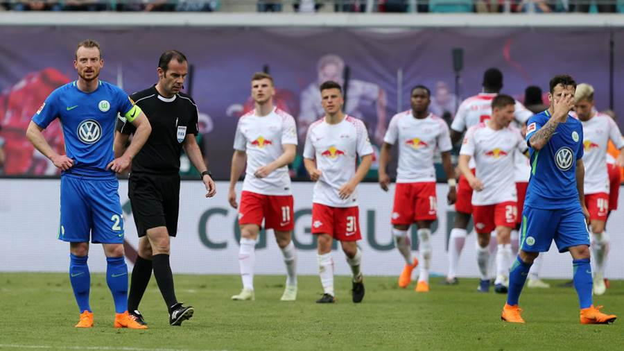 LEIPZIG, GERMANY - MAY 05:  Maximilian Arnold (L) of Wolfsburg looks on after Leipzig scoring a goal during the Bundesliga match between RB Leipzig and VfL Wolfsburg at Red Bull Arena on May 5, 2018 in Leipzig, Germany. (Photo by Matthias Kern/Bongarts/Getty Images)