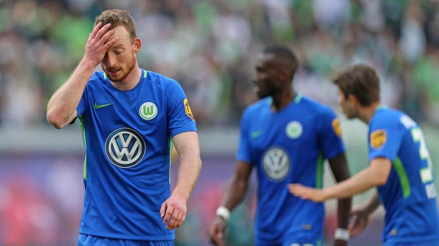 LEIPZIG, GERMANY - MAY 05:  Maximilian Arnold of Wolfsburg shows his frustration after loosing the Bundesliga match between RB Leipzig and VfL Wolfsburg at Red Bull Arena on May 5, 2018 in Leipzig, Germany. (Photo by Matthias Kern/Bongarts/Getty Images)