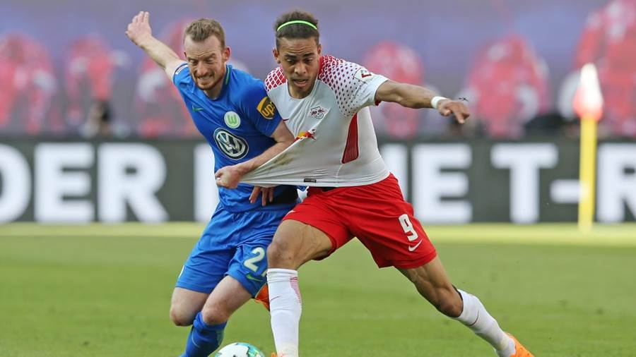LEIPZIG, GERMANY - MAY 05:  Yussuf Poulsen (R) of Leipzig battles for the ball with Maximilian Arnold of Wolfsburg during the Bundesliga match between RB Leipzig and VfL Wolfsburg at Red Bull Arena on May 5, 2018 in Leipzig, Germany.  (Photo by Matthias Kern/Bongarts/Getty Images)