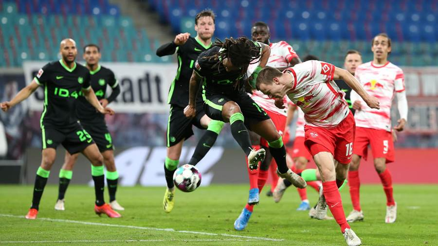 LEIPZIG, GERMANY - MAY 16: Lukas Klostermann of RB Leipzig battles for a header with Kevin Mbabu of VfL Wolfsburg during the Bundesliga match between RB Leipzig and VfL Wolfsburg at Red Bull Arena on May 16, 2021 in Leipzig, Germany. Sporting stadiums around Germany remain under strict restrictions due to the Coronavirus Pandemic as Government social distancing laws prohibit fans inside venues resulting in games being played behind closed doors. (Photo by Cathrin Mueller/Getty Images)