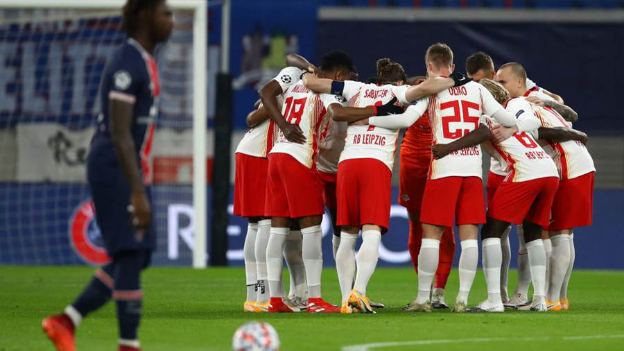 LEIPZIG, GERMANY - NOVEMBER 04: RB Leipzig team huddle during the UEFA Champions League Group H stage match between RB Leipzig and Paris Saint-Germain at Red Bull Arena on November 04, 2020 in Leipzig, Germany. Sporting stadiums around Germany remain under strict restrictions due to the Coronavirus Pandemic as Government social distancing laws prohibit fans inside venues resulting in games being played behind closed doors. (Photo by Maja Hitij/Getty Images)