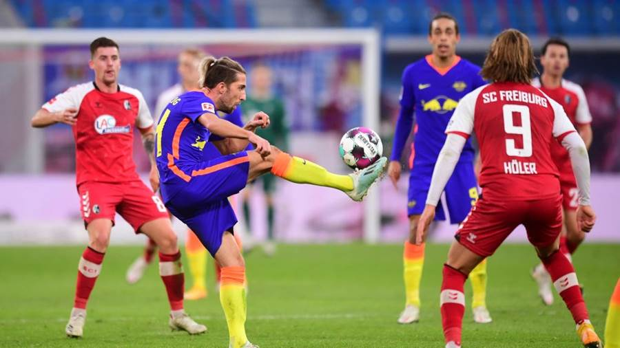 LEIPZIG, GERMANY - NOVEMBER 07: Kevin Kampl of Leipzig controls the ball  during the Bundesliga match between RB Leipzig and Sport-Club Freiburg at Red Bull Arena on November 07, 2020 in Leipzig, Germany. Sporting stadiums around Germany remain under strict restrictions due to the Coronavirus Pandemic as Government social distancing law prohibit fans inside venues resulting in games being played behind closed doors. (Photo by Pool/Clemens Bilan - Pool/Getty Images )