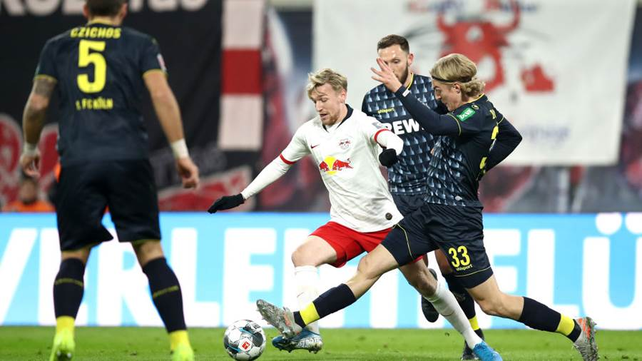 LEIPZIG, GERMANY - NOVEMBER 23: Emil Forsberg of RB Leipzig battles for possession with Sebastiaan Bornauw of 1. FC Koeln  during the Bundesliga match between RB Leipzig and 1. FC Koeln at Red Bull Arena on November 23, 2019 in Leipzig, Germany (Photo by Maja Hitij/Bongarts/Getty Images