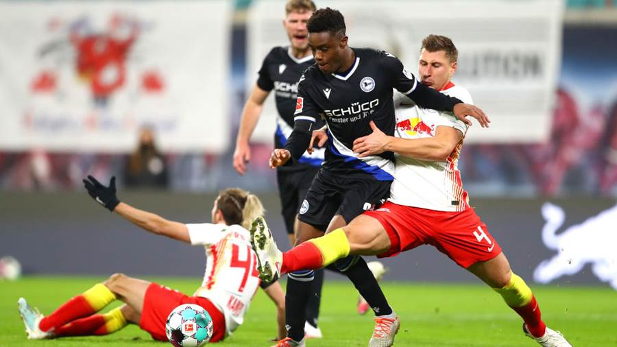 LEIPZIG, GERMANY - NOVEMBER 28: Anderson Lucoqui of DSC Arminia Bielefeld is challenged by Willi Orban of RB Leipzig during the Bundesliga match between RB Leipzig and DSC Arminia Bielefeld at Red Bull Arena on November 28, 2020 in Leipzig, Germany. Football Stadiums around Europe remain empty due to the Coronavirus Pandemic as Government social distancing laws prohibit fans inside venues resulting in fixtures being played behind closed doors. (Photo by Martin Rose/Getty Images)