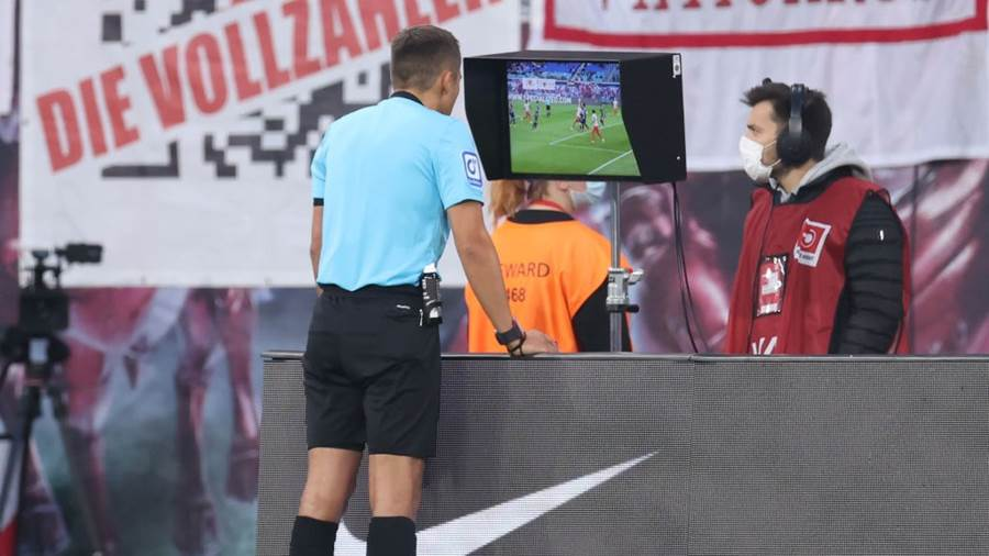 LEIPZIG, GERMANY - OCTOBER 02: Referee Robert Hartmann checks the VAR and takes back his penalty decision during the Bundesliga match between RB Leipzig and VfL Bochum at Red Bull Arena on October 02, 2021 in Leipzig, Germany. (Photo by Alex Grimm/Getty Images)