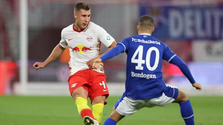 LEIPZIG, GERMANY - OCTOBER 03: Willi Orban of RB Leipzig is challenged by Can Bozdogan of FC Schalke 04  during the Bundesliga match between RB Leipzig and FC Schalke 04 at Red Bull Arena on October 03, 2020 in Leipzig, Germany. 8,500 fans have been allowed in to the stadium as COVID-19 precautions ease in Germany. (Photo by Alexander Hassenstein/Getty Images)