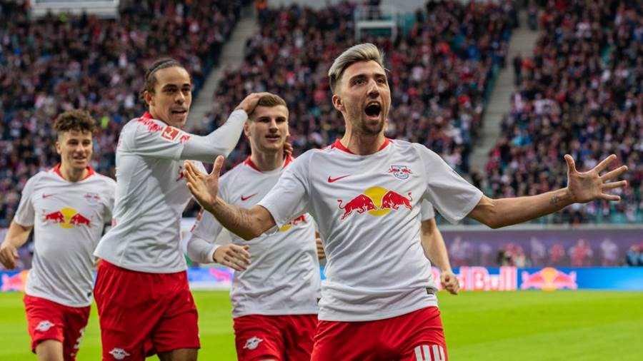 LEIPZIG, GERMANY - OCTOBER 07: Kevin Kampl of RB Leipzig celebrates with team mates after scoring his team's first goal during the Bundesliga match between RB Leipzig and 1. FC Nuernberg at Red Bull Arena on October , 2018 in Leipzig, Germany.  (Photo by Boris Streubel/Bongarts/Getty Images)