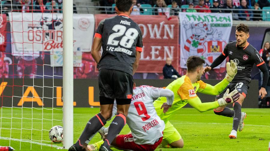LEIPZIG, GERMANY - OCTOBER 07: Yussuf Poulsen of RB Leipzig scores his team's second goal against goalkeeper Fabian Bredlow of 1. FC Nuernberg during the Bundesliga match between RB Leipzig and 1. FC Nuernberg at Red Bull Arena on October 7, 2018 in Leipzig, Germany.  (Photo by Boris Streubel/Bongarts/Getty Images)