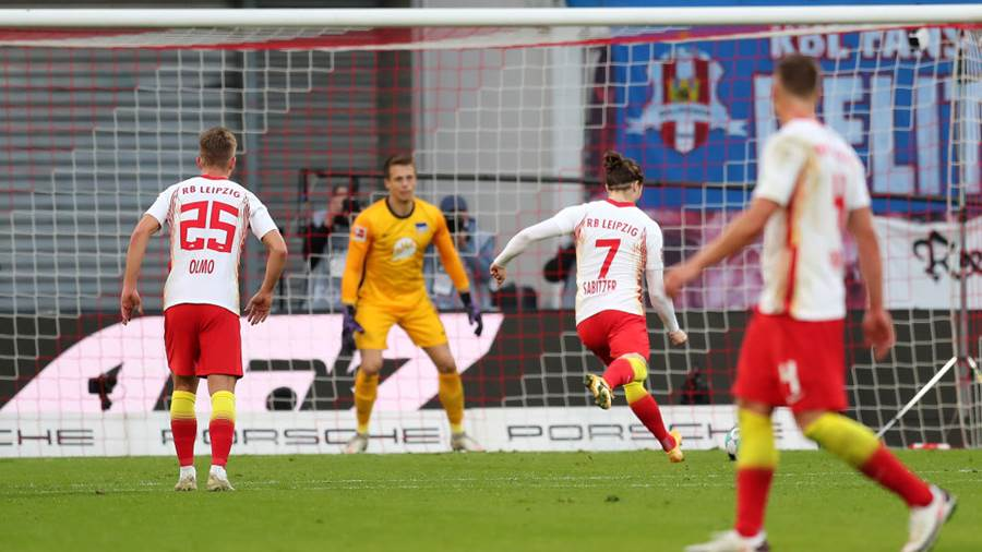 LEIPZIG, GERMANY - OCTOBER 24: Marcel Sabitzer of RB Leipzig scores his sides second goal from the penalty spot during the Bundesliga match between RB Leipzig and Hertha BSC at Red Bull Arena on October 24, 2020 in Leipzig, Germany. A limited number of spectators (999) will be in attendance as Covid-19 pandemic restrictions are eased in Leipzig. (Photo by Boris Streubel/Getty Images)
