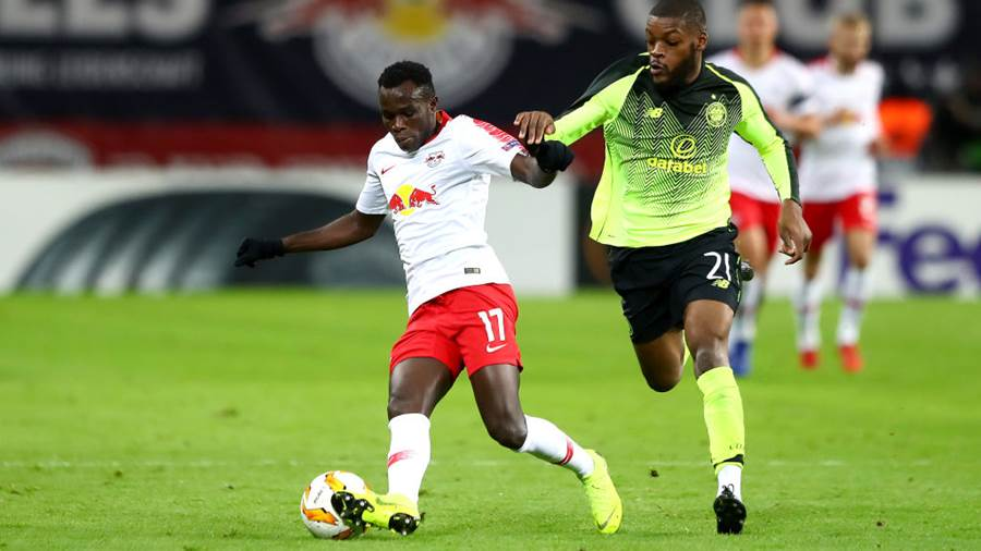 LEIPZIG, GERMANY - OCTOBER 25:  Bruma of RB Leipzig battles for possession with Olivier Ntcham of Celtic during the UEFA Europa League Group B match between RB Leipzig and Celtic at Red Bull Arena on October 25, 2018 in Leipzig, Germany.  (Photo by Martin Rose/Bongarts/Getty Images)