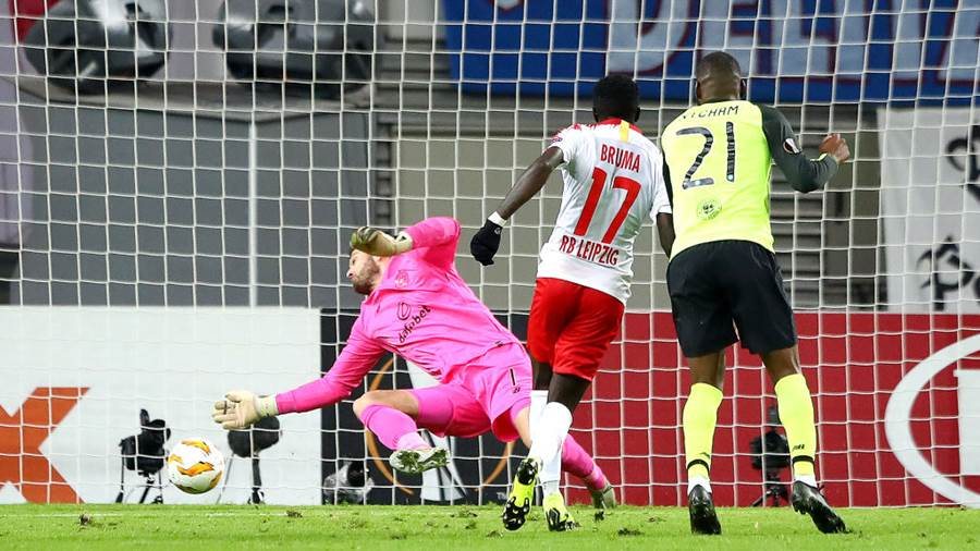 LEIPZIG, GERMANY - OCTOBER 25:  Bruma of RB Leipzig scores his sides second goal during the UEFA Europa League Group B match between RB Leipzig and Celtic at Red Bull Arena on October 25, 2018 in Leipzig, Germany.  (Photo by Martin Rose/Bongarts/Getty Images)