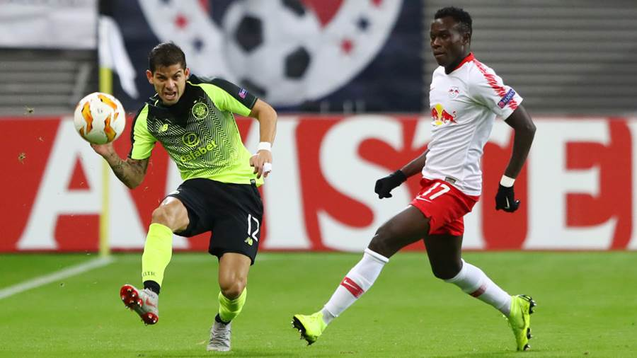 LEIPZIG, GERMANY - OCTOBER 25:  Cristian Gamboa of Celtic is closed down by Bruma of RB Leipzig during the UEFA Europa League Group B match between RB Leipzig and Celtic at Red Bull Arena on October 25, 2018 in Leipzig, Germany.  (Photo by Martin Rose/Bongarts/Getty Images)