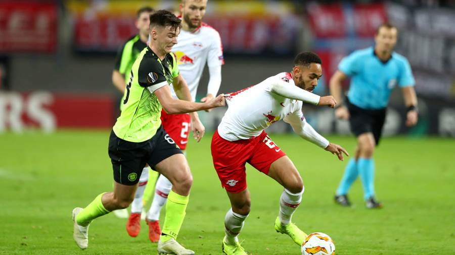 LEIPZIG, GERMANY - OCTOBER 25:  Kieran Tierney of Celtic and Matheus Cunha of RB Leipzig  during the UEFA Europa League Group B match between RB Leipzig and Celtic at Red Bull Arena on October 25, 2018 in Leipzig, Germany.  (Photo by Martin Rose/Bongarts/Getty Images)