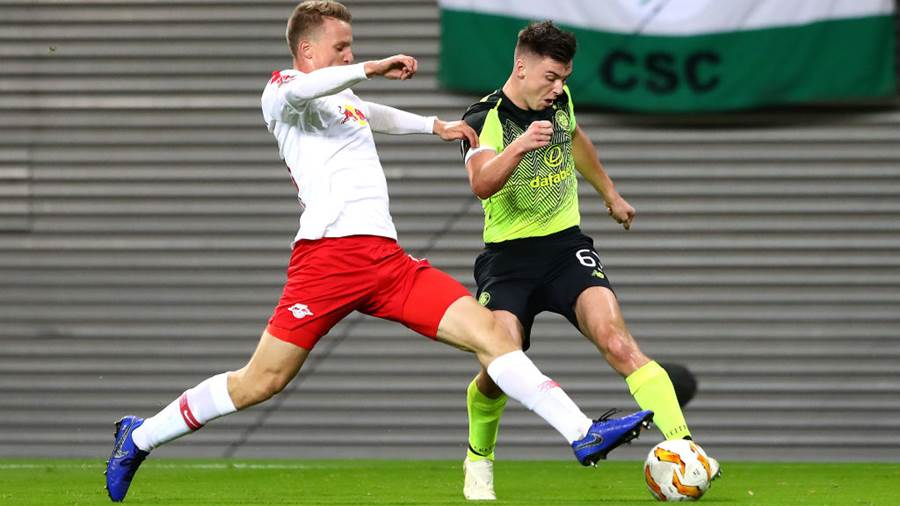 LEIPZIG, GERMANY - OCTOBER 25:  Lukas Klostermann of RB Leipzig and Marvin Compper of Celtic in action during the UEFA Europa League Group B match between RB Leipzig and Celtic at Red Bull Arena on October 25, 2018 in Leipzig, Germany.  (Photo by Martin Rose/Bongarts/Getty Images)
