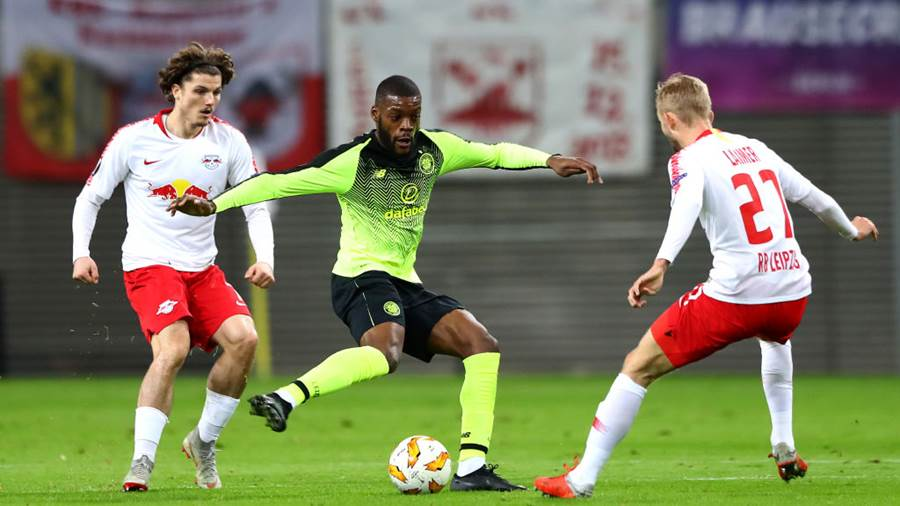 LEIPZIG, GERMANY - OCTOBER 25:  Olivier Ntcham of Celtic is closed down by Marcel Sabitzer and Konrad Laimer of RB Leipzig during the UEFA Europa League Group B match between RB Leipzig and Celtic at Red Bull Arena on October 25, 2018 in Leipzig, Germany.  (Photo by Martin Rose/Bongarts/Getty Images)