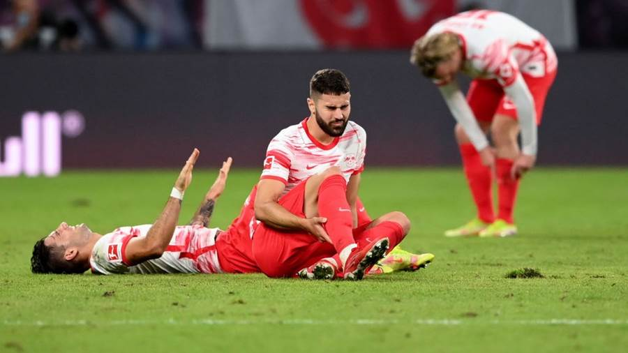 LEIPZIG, GERMANY - SEPTEMBER 11: Josko Gvardiol (L) and Dominik Szoboszlai (C) of Leipzig look dejected after losing the Bundesliga match between RB Leipzig and FC Bayern München at Red Bull Arena on September 11, 2021 in Leipzig, Germany. (Photo by Matthias Hangst/Getty Images)