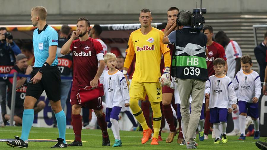 LEIPZIG, GERMANY - SEPTEMBER 20:  Players of Salzburg enter the pitch during the UEFA Europa League Group B match between RB Leipzig and FC Salzburg at Red Bull Arena on September 20, 2018 in Leipzig, Germany. (Photo by Matthias Kern/Bongarts/Getty Images)
