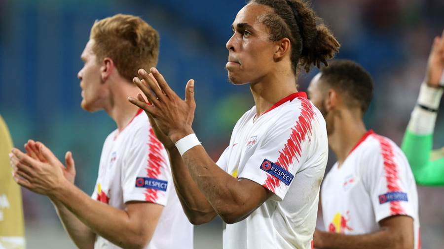 LEIPZIG, GERMANY - SEPTEMBER 20:  Yussuf Poulsen (C) of Leipzig and team mates show their frustration after loosing the UEFA Europa League Group B match between RB Leipzig and FC Salzburg at Red Bull Arena on September 20, 2018 in Leipzig, Germany. (Photo by Matthias Kern/Bongarts/Getty Images)