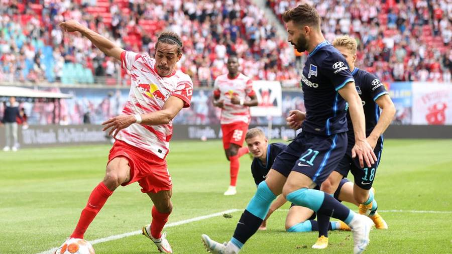 LEIPZIG, GERMANY - SEPTEMBER 25: Yussuf Poulsen of RB Leipzig and Marton Dardai of Hertha Berlin battle for the ball during the Bundesliga match between RB Leipzig and Hertha BSC at Red Bull Arena on September 25, 2021 in Leipzig, Germany. (Photo by Alexander Hassenstein/Getty Images)