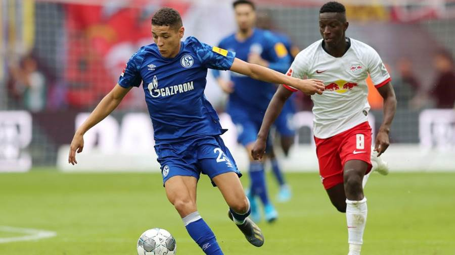 LEIPZIG, GERMANY - SEPTEMBER 28: Amine Harit of FC Schalke 04 runs with the ball with pressure from Amadou Haidara of RB Leipzig during the Bundesliga match between RB Leipzig and FC Schalke 04 at Red Bull Arena on September 28, 2019 in Leipzig, Germany. (Photo by Boris Streubel/Bongarts/Getty Images)