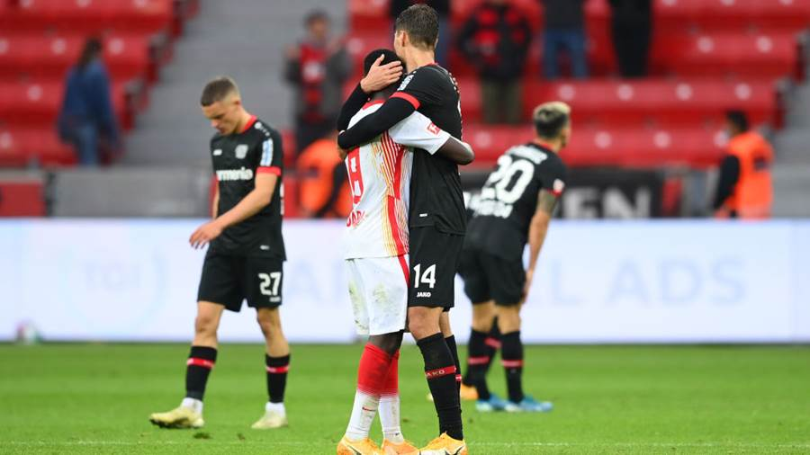 LEVERKUSEN, GERMANY - SEPTEMBER 26: Amadou Haidara of RB Leipzig embraces Patrik Schick of Bayer 04 Leverkusen following the Bundesliga match between Bayer 04 Leverkusen and RB Leipzig at BayArena on September 26, 2020 in Leverkusen, Germany. A limited number of fans have been allowed into the stadium as COVID-19 restrictions ease. (Photo by Matthias Hangst/Getty Images)