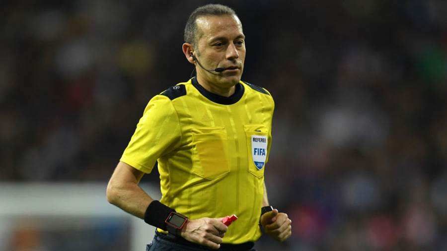 Cuneyt Cakir (Türkei), Alter: 41, pfeift international seit 2006