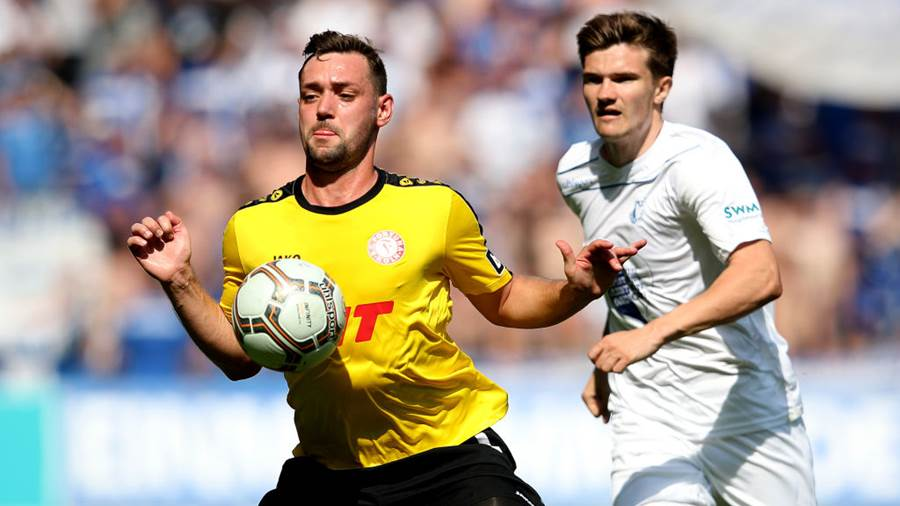 MAGDEBURG, GERMANY - APRIL 21: Maik Kegel (L) of Fortuna Koeln and Bjoern Rother (R) of 1. FC Magdeburg compete during the 3. Liga match between 1. FC Magdeburg and SC Fortuna Koeln at MDCC-Arena on April 21, 2018 in Magdeburg, Germany. (Photo by Ronny Hartmann/Bongarts/Getty Images)