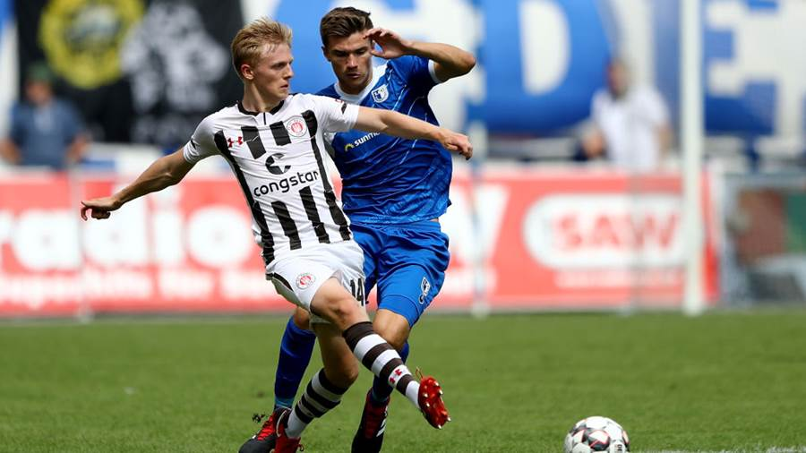 MAGDEBURG, GERMANY - AUGUST 05:  Bjoern Rother (R) of Magdeburg and Mats Moeller Daehli of St. Pauli battle for the ball during the Second Bundesliga match between 1. FC Magdeburg and FC St. Pauli at MDCC Arena on August 5, 2018 in Magdeburg, Germany.  (Photo by Martin Rose/Bongarts/Getty Images)